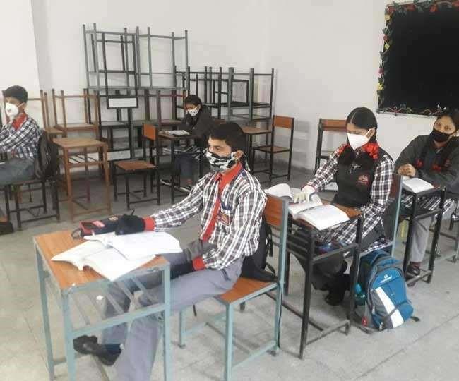 Uttarakhand : पढ़ाई के लिए देना होगा पूरा शुल्क 10वीं व12वीं की कक्षाओं में