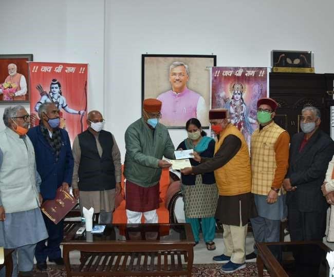 उत्तराखंड : अयोध्या में श्रीराम मंदिर के निर्माण के लिए दी सहयोग राशि मुख्यमंत्री त्रिवेंद्र सिंह रावत ने