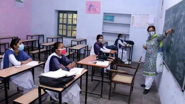 उत्तराखंड : स्कूल फिर से खुले : छठी से आठवीं कक्षा के छात्र सोमवार से स्कूल जाएंगे, एसओपी के अनुसार कोविड दिशा-निर्देशों का करना होगा पालन