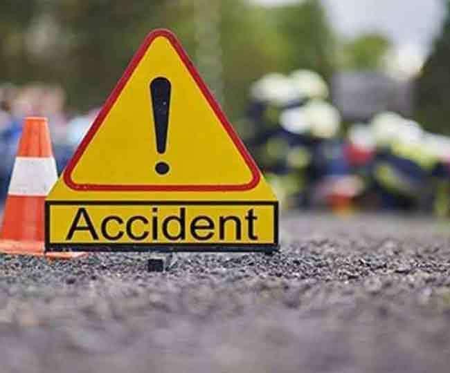 उत्तराखंड कोटद्वार : सामने से आ रहे वाहन को बचाने के प्रयास में ट्रक अनियंत्रित होकर खाई में गिर गया , चालक-संचालक घायल