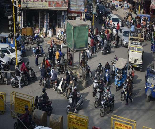उत्तराखंड : आड़े-तिरछे लगे बैरिकेडिंग के बीच उलझ जाते हैं वाहन चालक,सहारनपुर चौक पर अव्यवस्थाओं का डेरा
