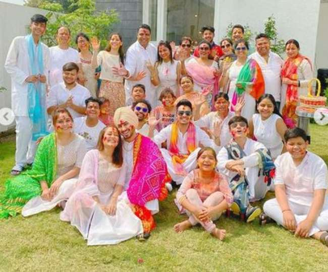 बॉलीवुड न्यूज़ : नेहा कक्कड़ ने शादी के बाद पति रोहनप्रीत के साथ पहली होली कुछ इस अंदाज में मनाई, वीडियो हुआ वायरल