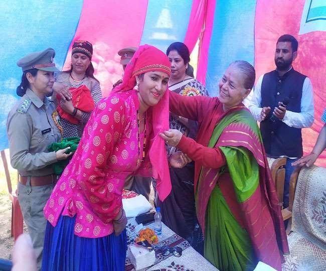 उत्तराखंड : मसूरी के इस गाँव की 26 महिलाओं ने दो हेक्टेयर बंजर भूमि को जंगल में बदल दिया, वन विभाग ने सम्मानित किया