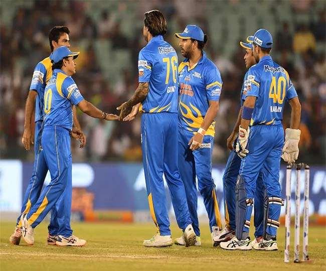 भारत ने सचिन तेंदुलकर की कप्तानी में श्रीलंका को हराकर रोड सेफ्टी वर्ल्ड सीरीज़ टी 20 का खिताब जीता