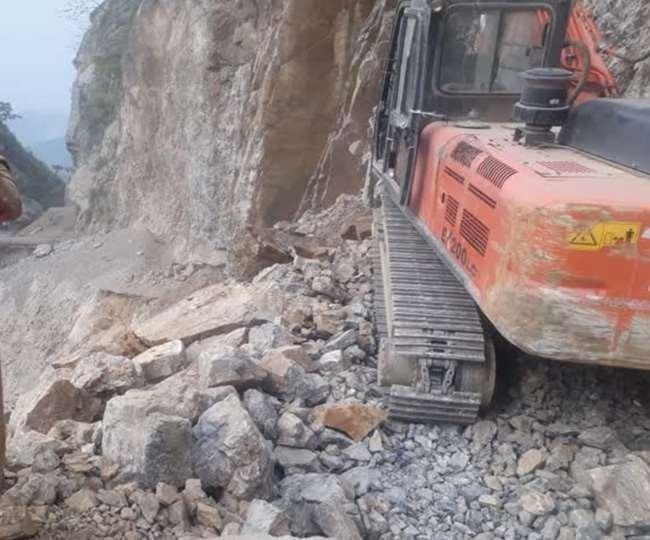 उत्तराखंड : बद्रीनाथ रोड पर तोताघाटी में वाहनों की आवाजाही 31 मार्च तक रुकी