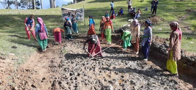 उत्तराखंड : ये गाँव 'जल ही जीवन' आंदोलन के जनक बन रहे हैं