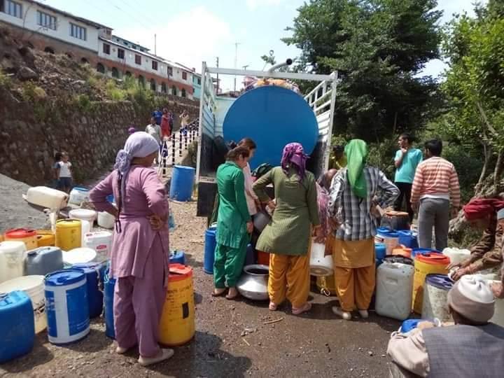 उत्तराखंड : गर्मियों में पानी की किल्लत के कारण ग्राम कांडी के लोग पलायन को हो जाते हैं मजबूर