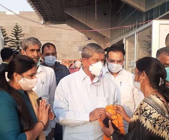 उत्तराखंड : ठीक होने के बाद देहरादून लौटे पूर्व मुख्यमंत्री हरीश रावत , सभी शुभचिंतकों को धन्यवाद दिया