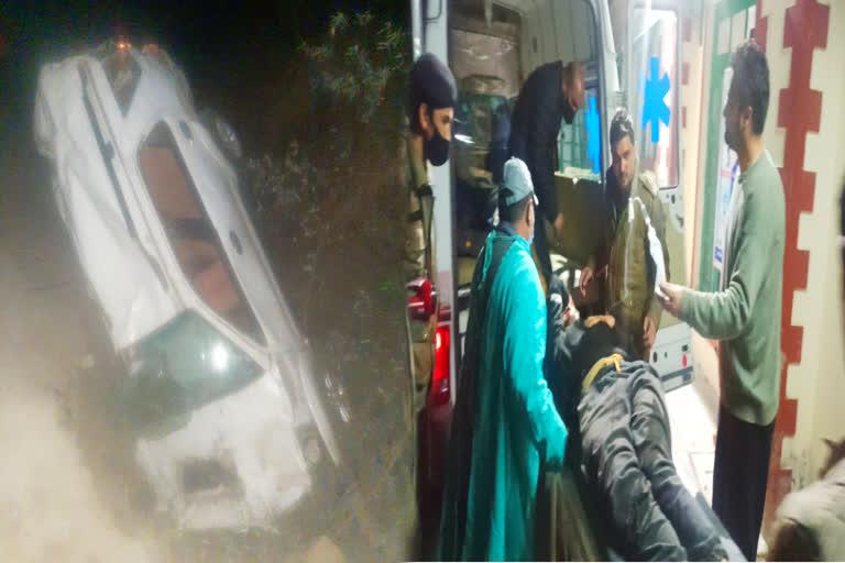 उत्तराखंड : कार खाई में गिरी मसूरी में , तीन युवक गंभीर रूप से घायल