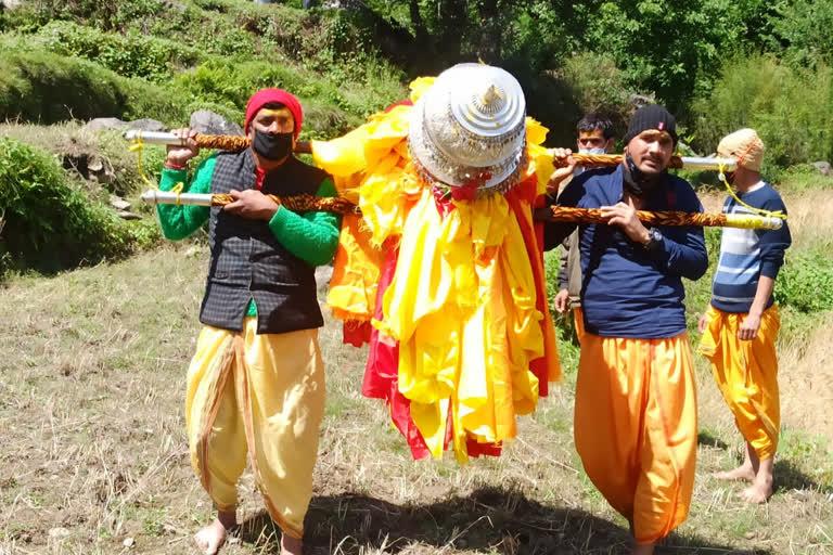 उत्तराखंड : हिमालय के लिए रवाना हुई बाबा तुंगनाथ की डोली, 17 मई को खुलेंगे धाम के कपाट