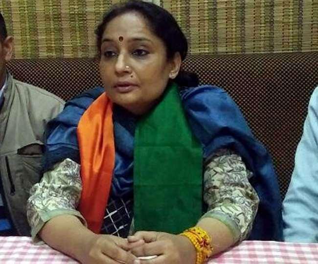उत्तराखंड : भाजपा महिला मोर्चा घर-घर जाकर मदद कर रही है कोरोनाकाल में