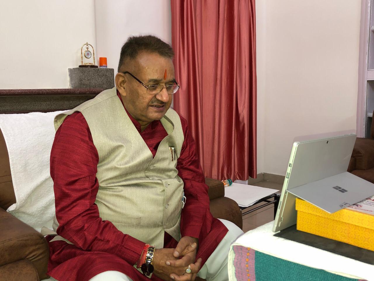 मोदी सरकार की ''सेवा के सात साल'' पूरे होने के अवसर पर काबीना मंत्री गणेश जोशी ने 'सेरागांव' और 'गंगोल पंडितवाड़ी' के ग्रामीणों से किया संवाद।