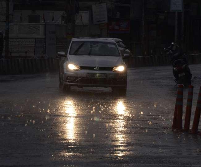 उत्तराखंड मौसम अपडेट: मौसम विज्ञान केंद्र ने अगले 24 घंटों के दौरान दून, मसूरी समेत प्रदेश के पांच जिलों में भारी बारिश का आरेंज अलर्ट जारी किया है।