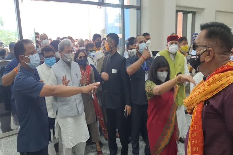 उत्तराखंड : मुख्यमंत्री तीरथ सिंह रावत ऊधमसिंह नगर के जिला मुख्यालय रुद्रपुर पहुंचे , ESI हॉस्पिटल का ले रहे जायजा