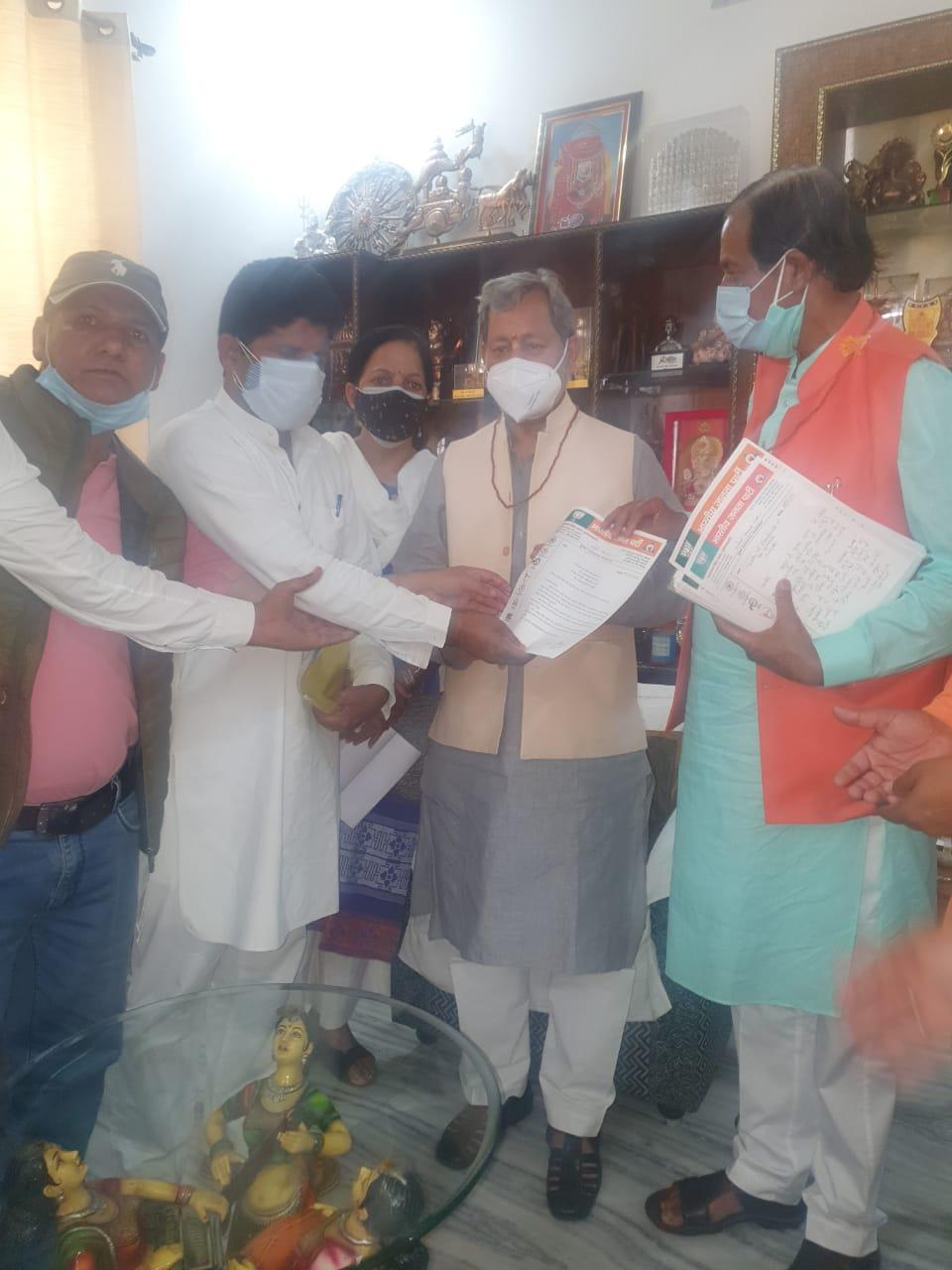 उत्तराखंड : पूर्वमंत्री नारायण सिंह राणा के नेतृत्व में धनोल्टी विधानसभा का प्रतिनिधि मंडल मुख्यमंत्री त्तीरथ सिंह रावत से भेट की