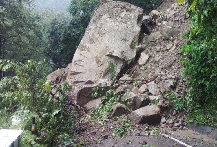उत्तराखंड :: भारी बारिश से 350 सड़कें बंद, गंगोत्री-यमुनोत्री समेत बद्रीनाथ हाईवे पर यातायात बाधित