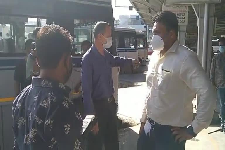 उत्तराखंड : डीएम आर राजेश कुमार ने आईएसबीटी का औचक निरीक्षण किया