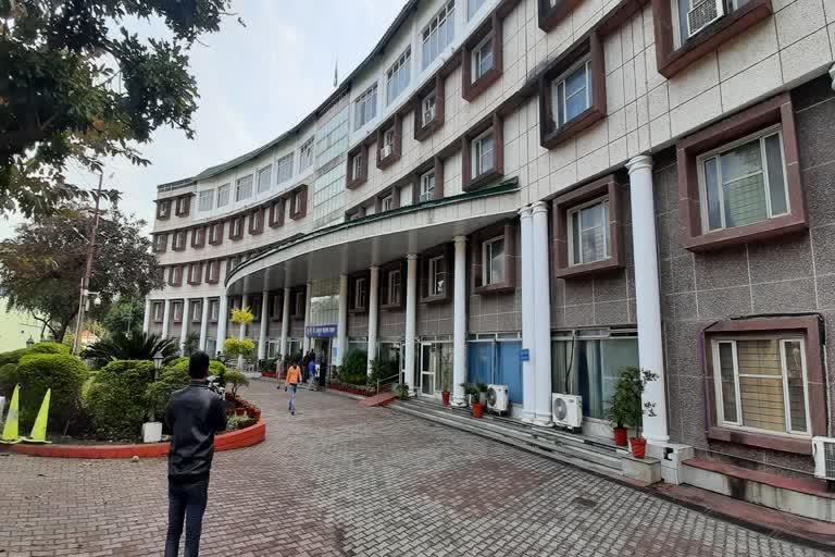 उत्तराखंड : उत्तराखंड सरकार में बड़ा फेरबदल, 34 आईएएस अधिकारियों के तबादले हुए