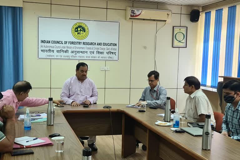 उत्तराखंड : वन मंत्री डॉ. हरक सिंह रावत की अध्यक्षता में उत्तराखंड कैम्पा की समीक्षा बैठक वन अनुसंधान संस्थान देहरादून में संपन्न हुई , वन मंत्री ने अधिकारियों को दिए निर्देश