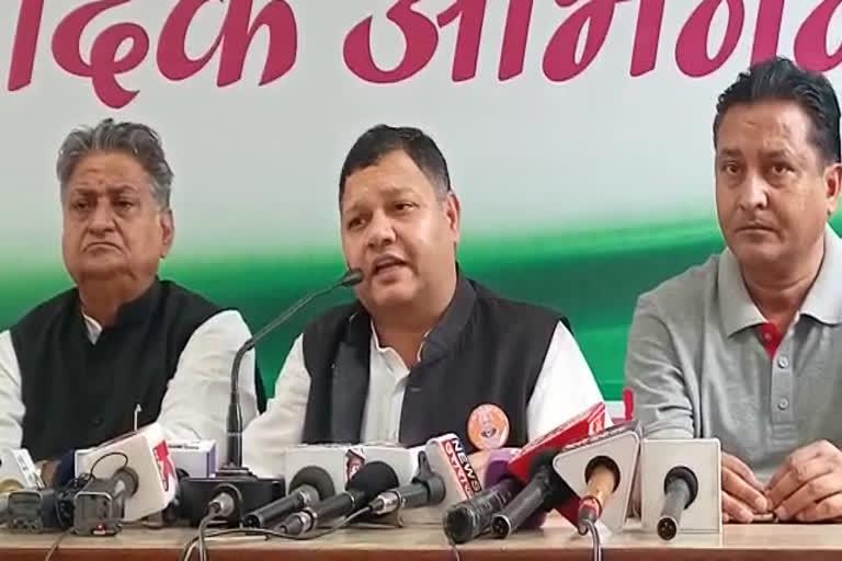 उत्तराखंड : फरीदाबाद एनआईटी से कांग्रेस विधायक, स्थानीय निकाय और पंचायती राज्य कमेटी के सदस्य पंडित नीरज शर्मा ने कई विषयों को लेकर भाजपा सरकर पर निशाना साधा