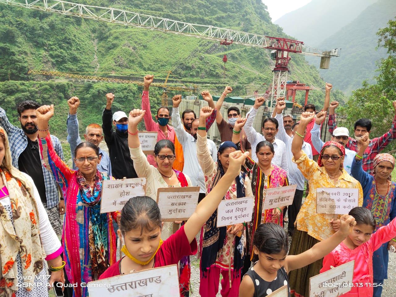उत्तराखंड : लोहारी के काश्तकारों का धरना प्रदर्शन आज लगातार 74वें दिन भी जारी रहा