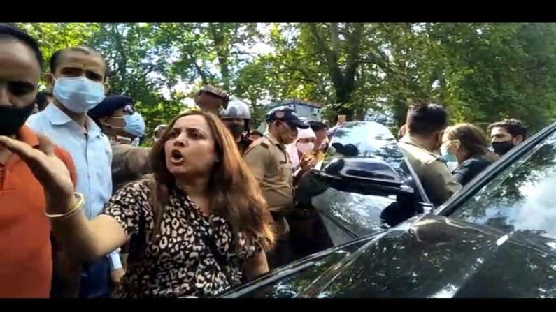 उत्तराखंड : 'वर्दी उतरवा दूंगी ', लग्जरी कार का चालान काटने पर लड़की ने नैनीताल पुलिस को धमकाया; बदसलूकी के बाद बढ़ा विवाद