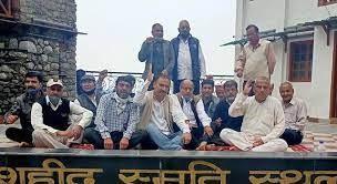 उत्तराखंड मसूरी : उत्तराखंड राज्य निर्माण आंदोलकारी संगठन ने शहीद स्थल पर बैठक की और धरना दिया।