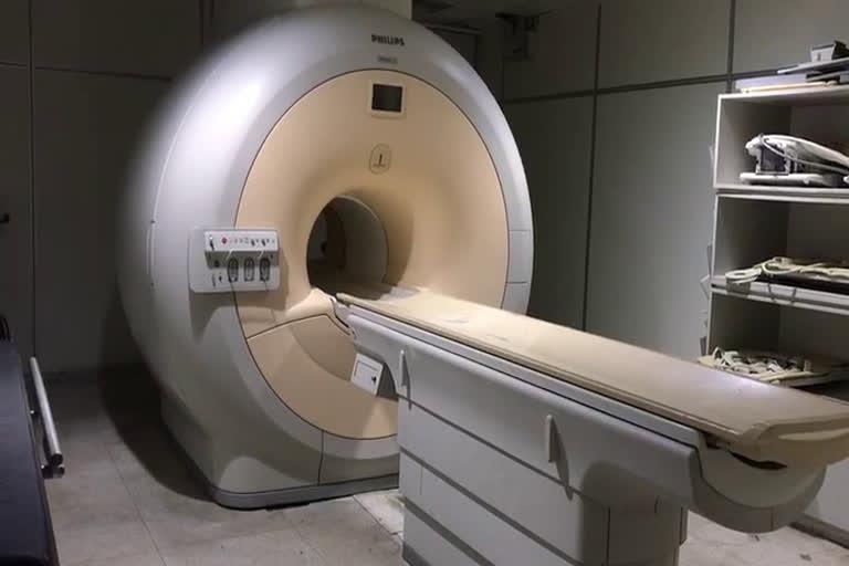उत्तराखंड : दून मेडिकल कॉलेज चिकित्सालय की मैग्नेटिक रेसोनेंस इमेजिंग स्कैन मशीन डेढ़ साल से भी अधिक समय से खराब पड़ी , मरीज परेशान