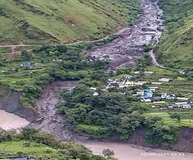 उत्तराखंड : उत्तराखंड के सीमांत जिले पिथौरागढ़ की धारचूला तहसील और नेपाल के गांव में एक साथ बादल फटने से रविवार रात भारी तबाही , नौ लोग लापता