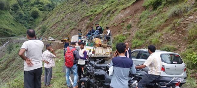 उत्तराखंड ब्रेकिंग : बारिश के कारण जौनसार-बावर में चार मोटर मार्ग पहाड़ों में दरार आने से बंद