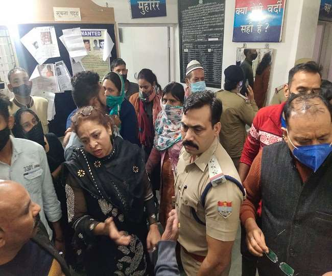 उत्तराखंड नैनीताल न्यूज़ : पुलिसकर्मी ने की छेड़छाड़ युवती को लिफ्ट देने के बहाने , केस दर्ज
