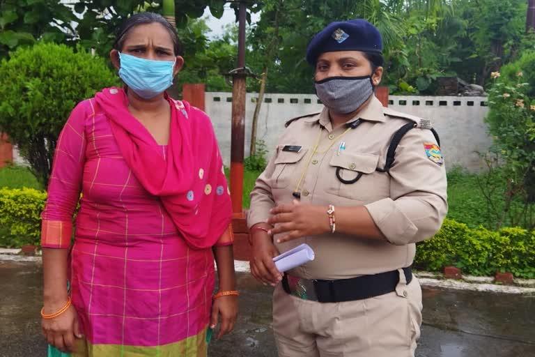 उत्तराखंड देहरादून ब्रेकिंग न्यूज़ : घर से सोना-चांदी के सामान को चोरी करने वाली नौकरानी गिरफ्तार , जेल भेजा