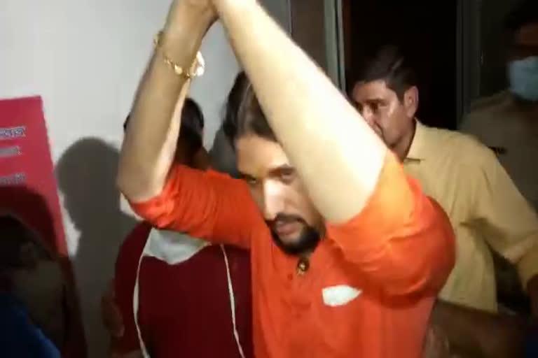 उत्तराखंड हरिद्वार नरेंद्र गिरि केस: यूपी पुलिस ने किया शिष्य आनंद गिरि को गिरफ्तार, करीब डेढ़ घंटे तक चली पूछताछ