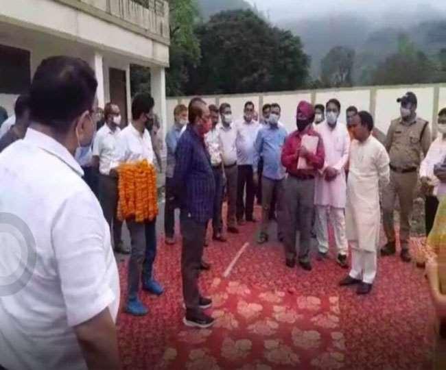 उत्तराखंड : बीजेपी में विधायक और कार्यकर्ताओं की ऐसी जुगलबंदी देखकर 2022 विधानसभा चुनाव की राह भारतीय जनता पार्टी के लिए आसान नहीं होगी , औकात में रहने की धमकी दी