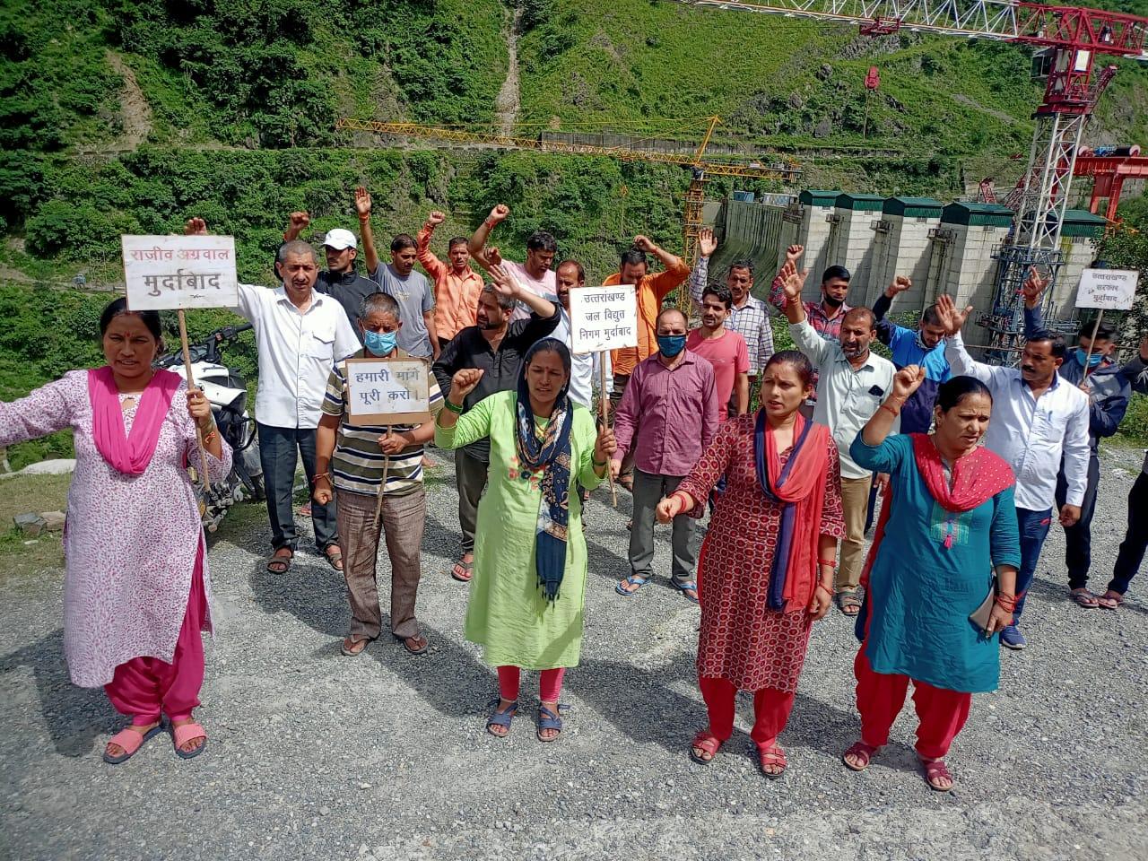 उत्तराखंड :  90वें दिन भी ब्यासी बांध से पुर्ण रुप से प्रभावित एकमात्र राजस्व गांव लोहारी का धरना प्रदर्शन जारी