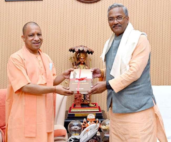 उत्तराखंड राजनीति: उत्तराखंड के पूर्व मुख्यमंत्री त्रिवेंद्र सिंह रावत ने यूपी सीएम योगी से की मुलाकात, चर्चा शुरू