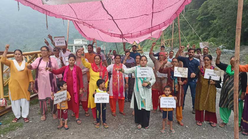 For the 103rd consecutive day, the villagers of Lohari continued to protest.