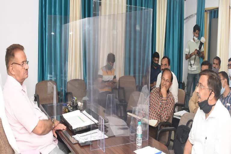 उत्तराखंड मसूरी : कैबिनेट मंत्री गणेश जोशी ने पेयजल निगम और जल सस्थान के अधिकारियों के साथ पेयजल से संबंधित समीक्षा बैठक की