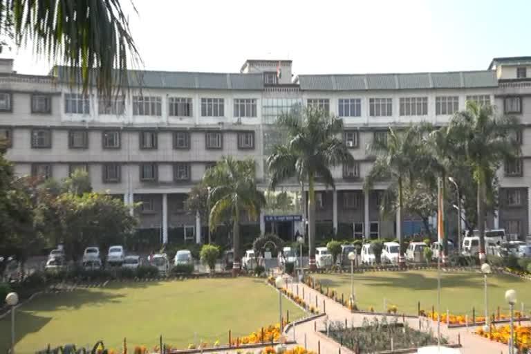 उत्तराखंड देहरादून न्यूज़ : मुख्यमंत्री पुष्कर सिंह धामी के निर्देश पर अपर मुख्य सचिव, मुख्यमंत्री आनंद वर्धन ने सचिवालय में सभी विभागों में कोविड-19 राहत पैकेज और इससे संबंधित घोषणाओं की समीक्षा की