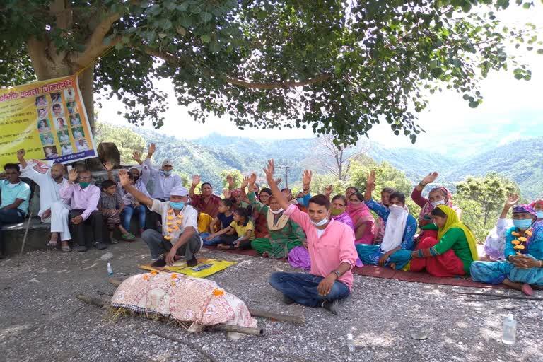 उत्तराखंड श्रीनगर न्यूज़ : ग्रामीणों ने निकाली विधायक की शव यात्रा