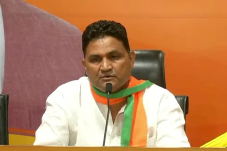 उत्तराखंड ब्रेकिंग न्यूज़ : निर्दलीय विधायक राम सिंह कैड़ा भाजपा के हुए , बलूनी ने दिलाई सदस्यता 100 से ज्यादा समर्थकों संग
