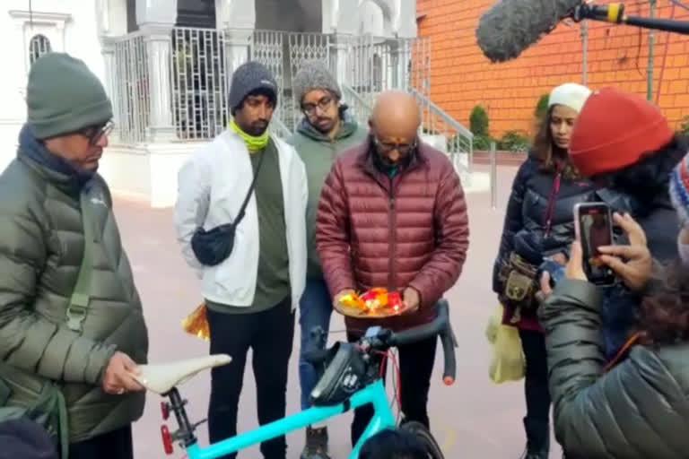 उत्तराखंड न्यूज़ : संगीत निर्देशक शांतनु मोइत्रा ने गंगोत्री से शुरू की साइकिल यात्रा, बनाएंगे 'सॉन्ग ऑफ रिवर'