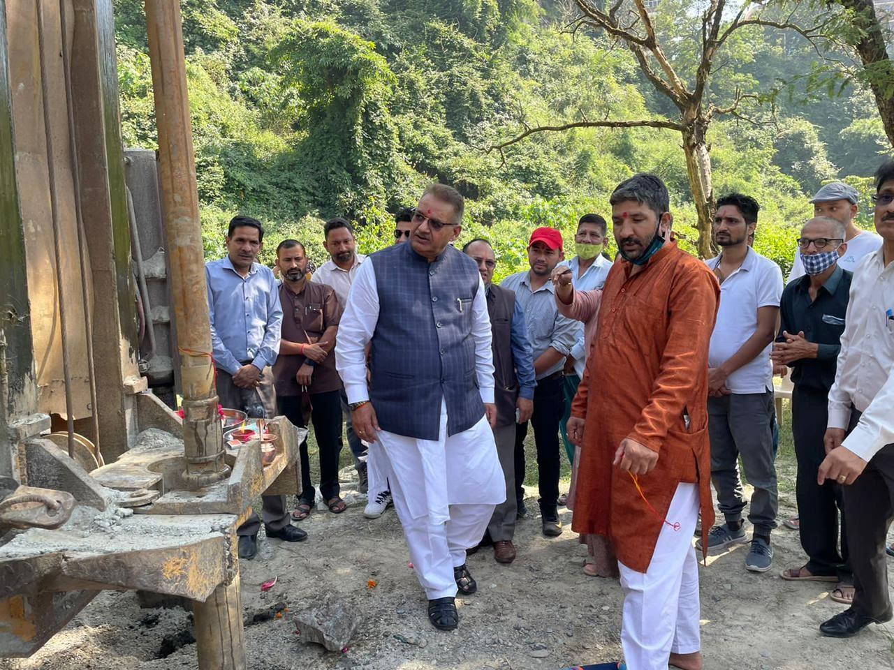 उत्तराखंड ब्रेकिंग न्यूज़ : कैबिनेट मंत्री गणेश जोशी ने किया कुठाल गांव पेयजल योजना का किया भूमिपूजन ।