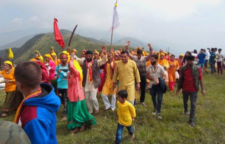 उत्तराखंड  देवीकोल न्यूज़ : रविवार को देवीकोल में माँ भद्रकाली देवी भद्रकाली की प्रतिमा विधिविधान से मन्दिर में स्थापित हुई